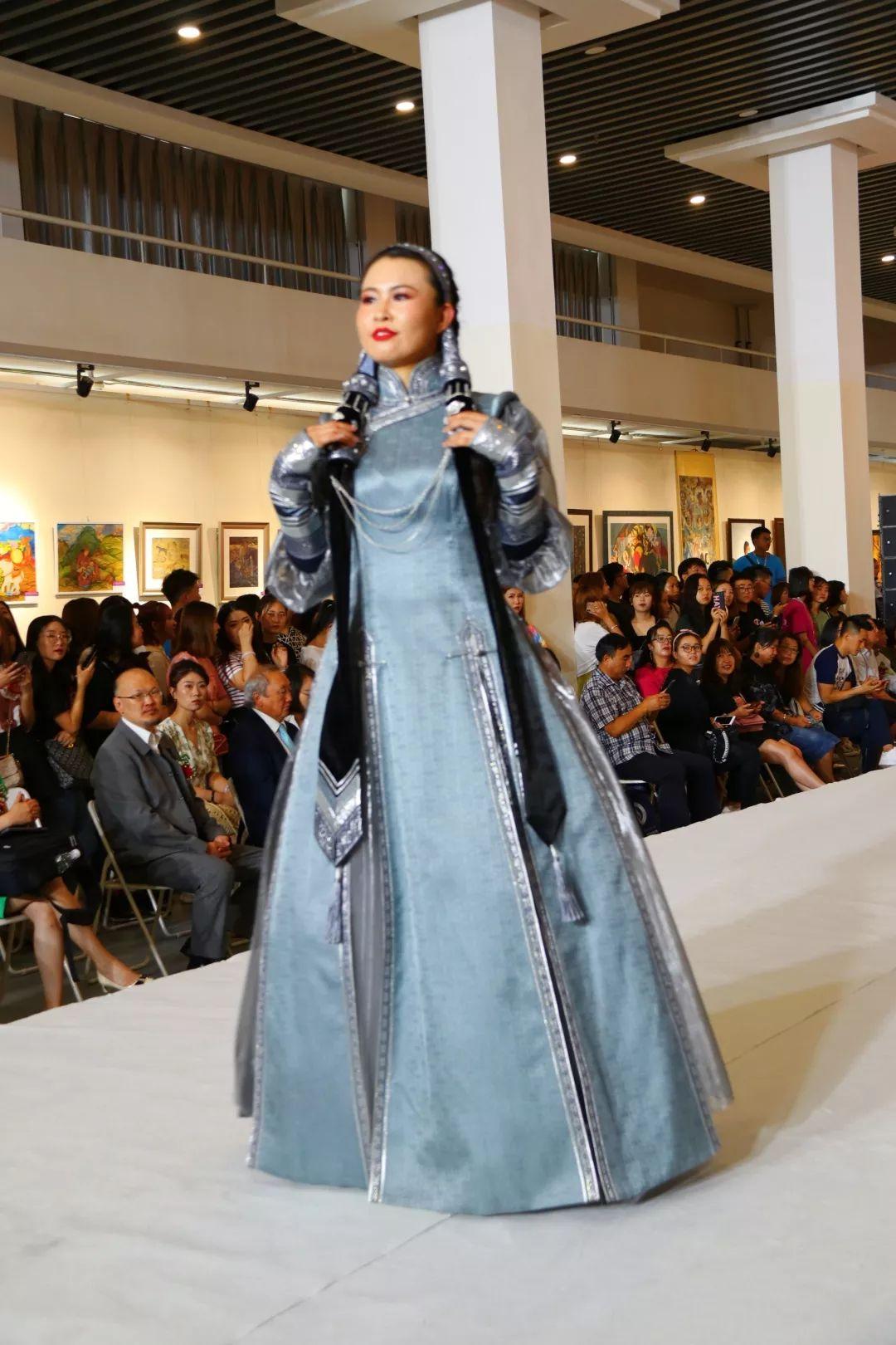 内蒙古大学创业学院与蒙古国高校联合举办设计艺术展 第5张