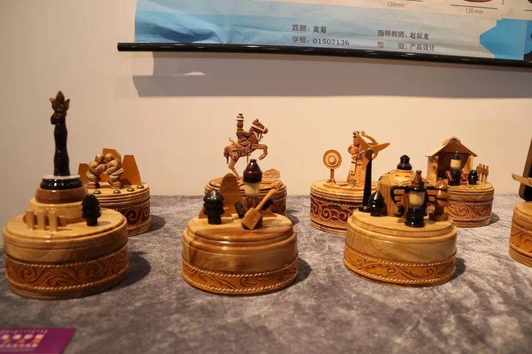 内蒙古大学创业学院与蒙古国高校联合举办设计艺术展 第9张