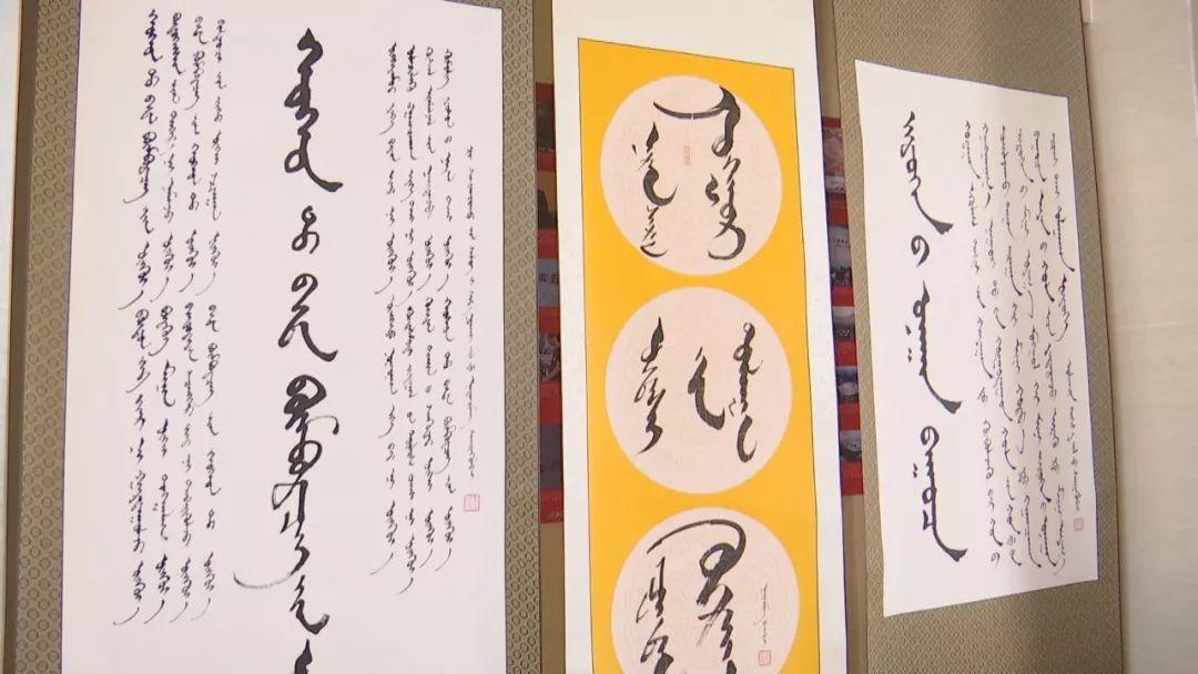 正镶白旗蒙古族女书法家举行新书发布及书法作品展(蒙古文) 第13张