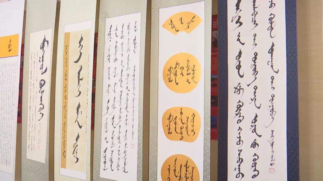 正镶白旗蒙古族女书法家举行新书发布及书法作品展(蒙古文) 第14张
