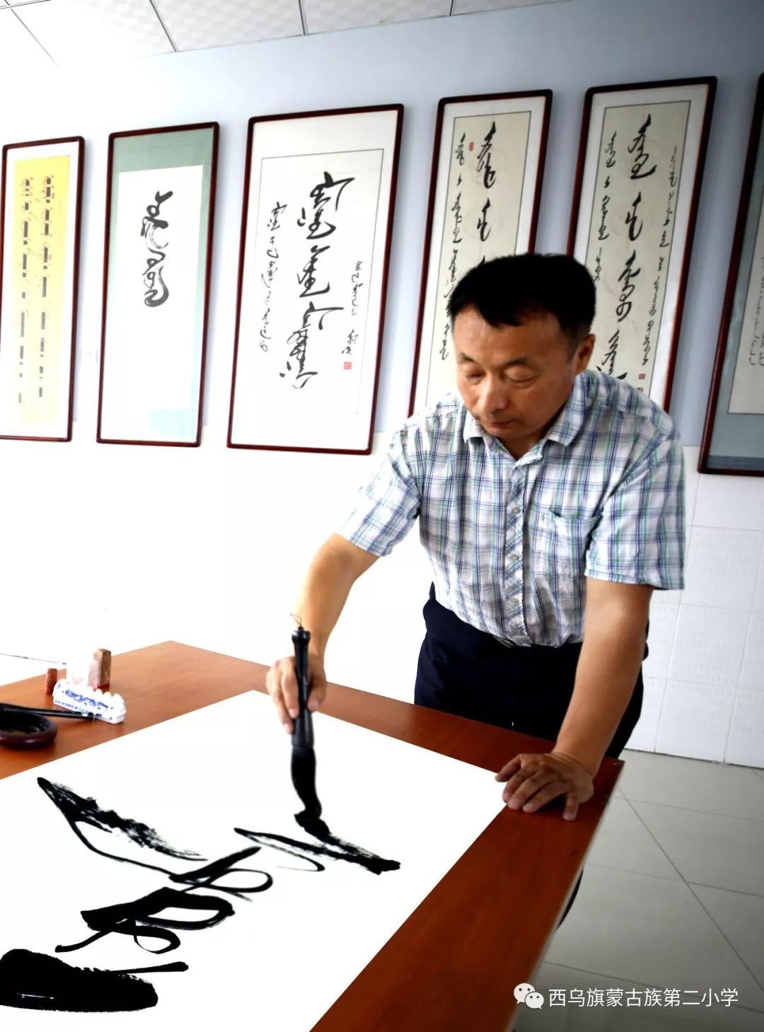 【乌珠穆沁】— 宝音陶格陶个人蒙古文书法展圆满结束 第4张