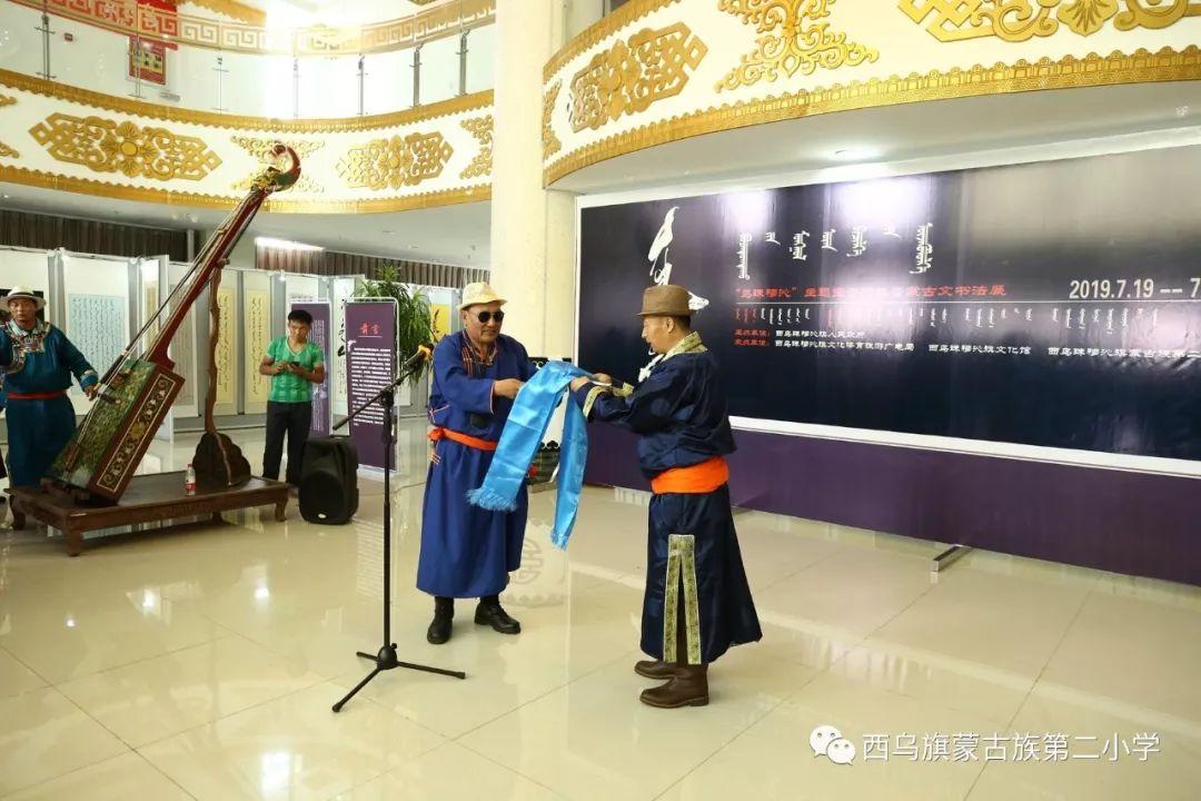 【乌珠穆沁】— 宝音陶格陶个人蒙古文书法展圆满结束 第12张