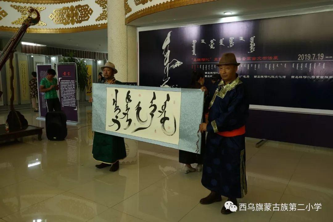 【乌珠穆沁】— 宝音陶格陶个人蒙古文书法展圆满结束 第13张