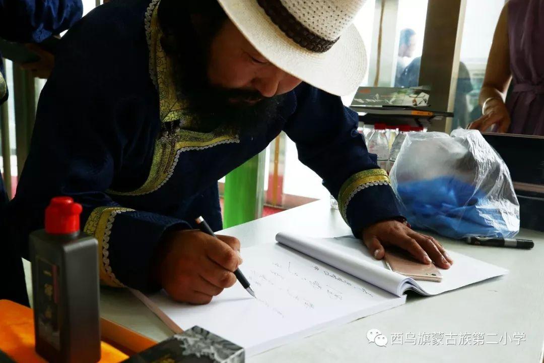 【乌珠穆沁】— 宝音陶格陶个人蒙古文书法展圆满结束 第18张