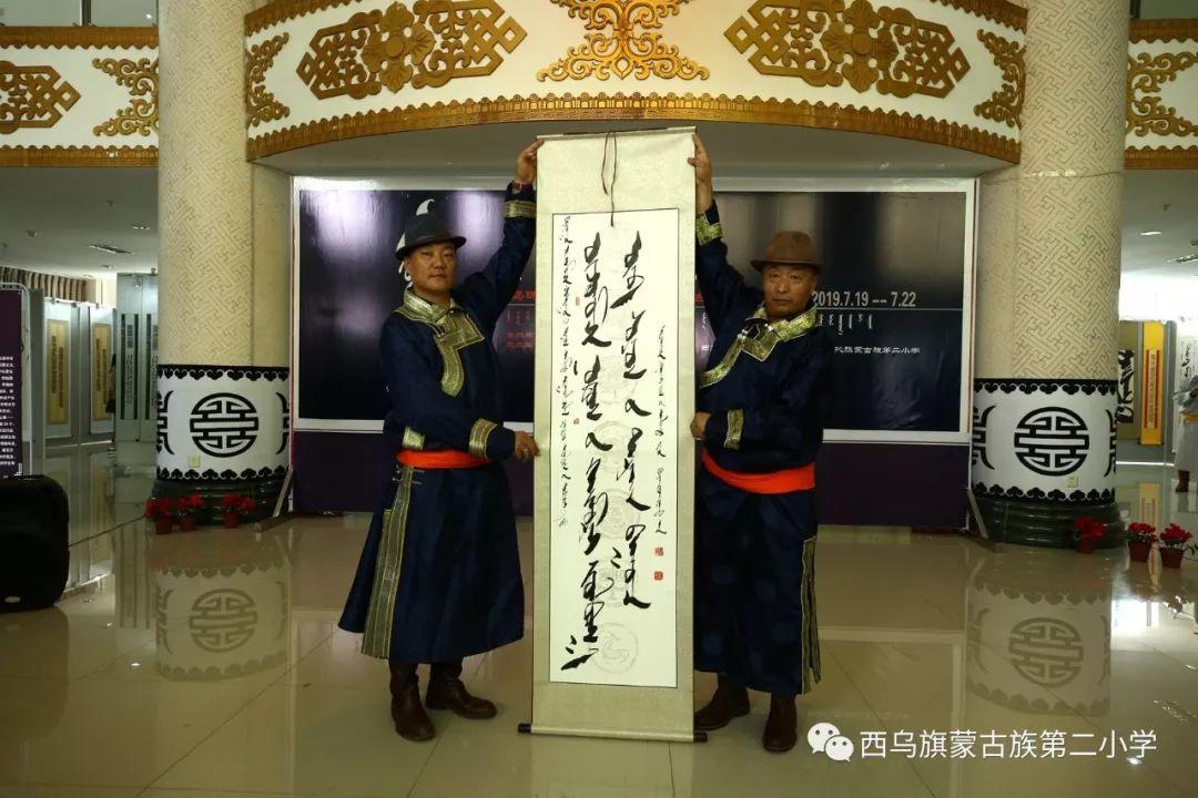 【乌珠穆沁】— 宝音陶格陶个人蒙古文书法展圆满结束 第15张