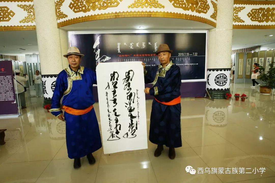 【乌珠穆沁】— 宝音陶格陶个人蒙古文书法展圆满结束 第16张