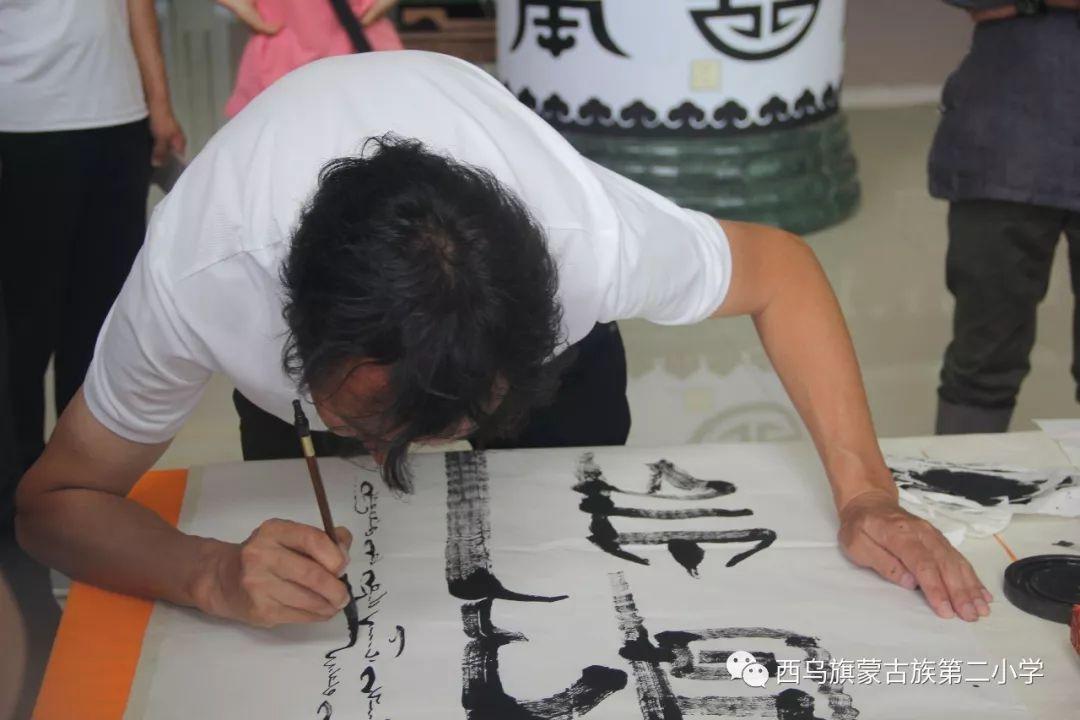 【乌珠穆沁】— 宝音陶格陶个人蒙古文书法展圆满结束 第20张
