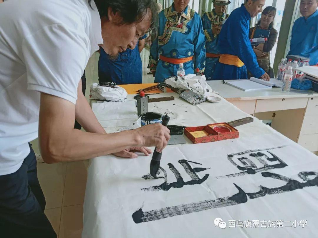 【乌珠穆沁】— 宝音陶格陶个人蒙古文书法展圆满结束 第29张