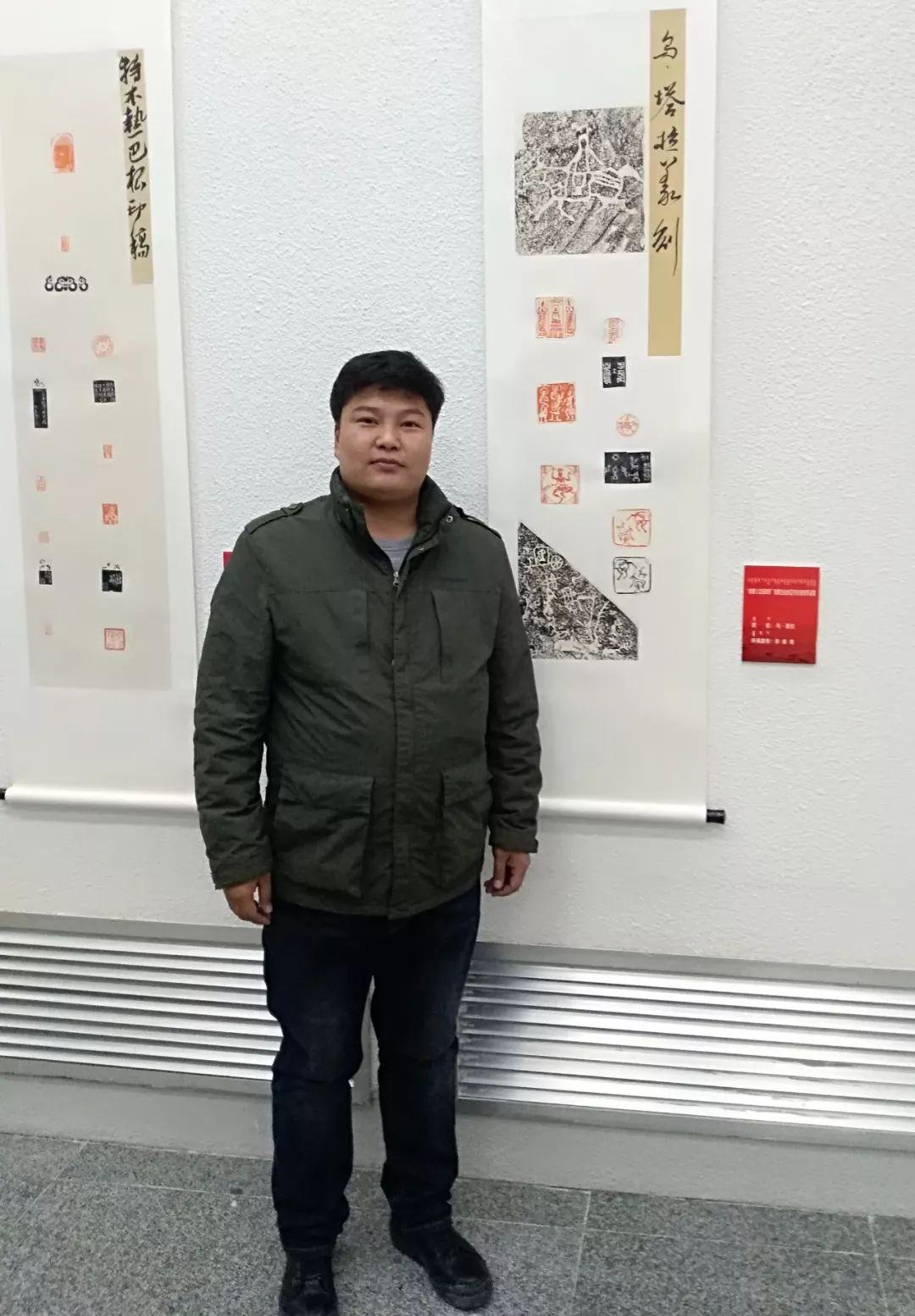 【人物】90后青年才俊乌塔拉:励志为蒙文书法篆刻艺术做贡献 第1张