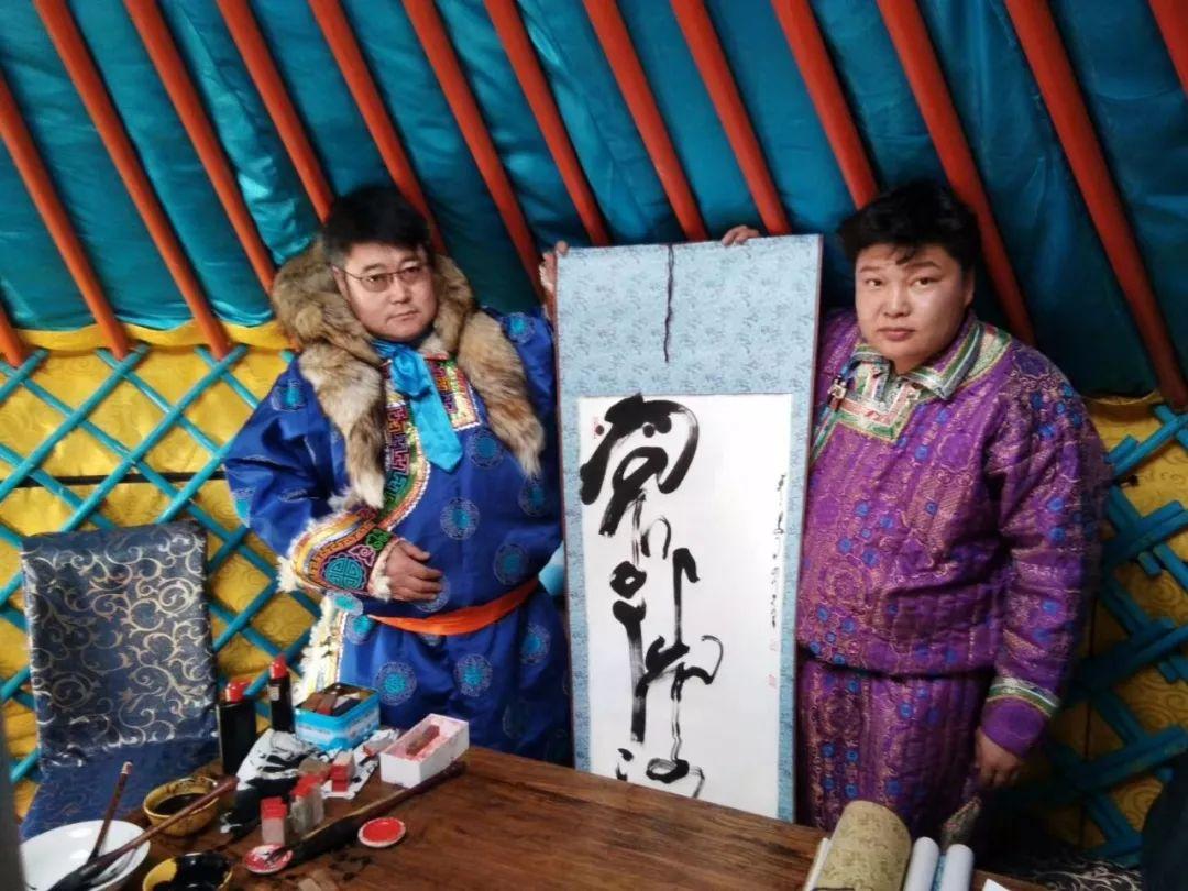 【人物】90后青年才俊乌塔拉:励志为蒙文书法篆刻艺术做贡献 第10张