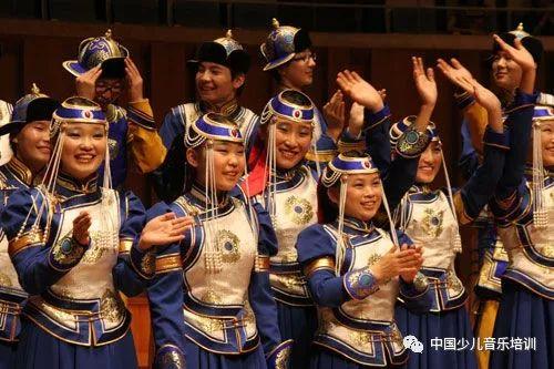 蒙古族少年合唱团一张嘴让世界震惊,民族音乐让外国人拍手叫绝! 第2张