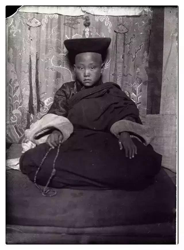 100年前的蒙古贵族老照片 第2张