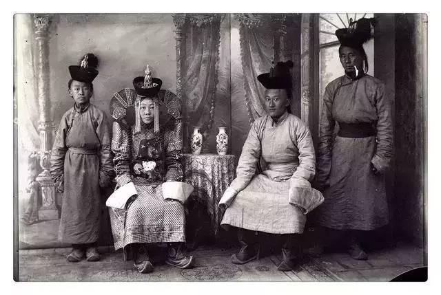 100年前的蒙古贵族老照片 第4张