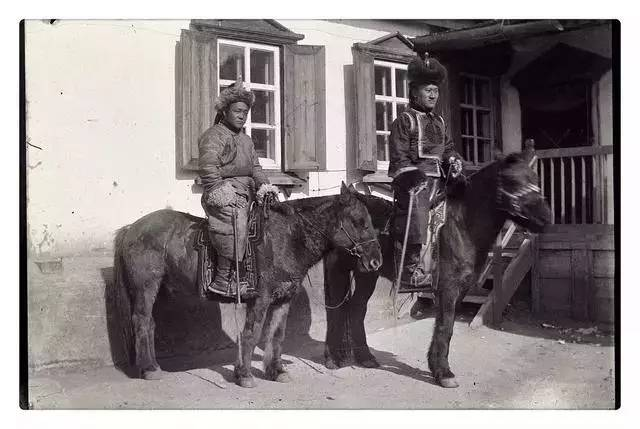 100年前的蒙古贵族老照片 第3张