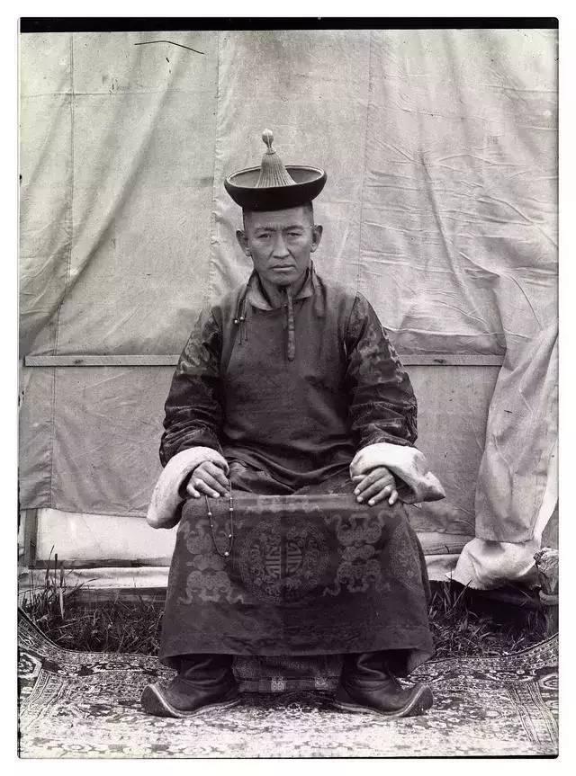 100年前的蒙古贵族老照片 第8张