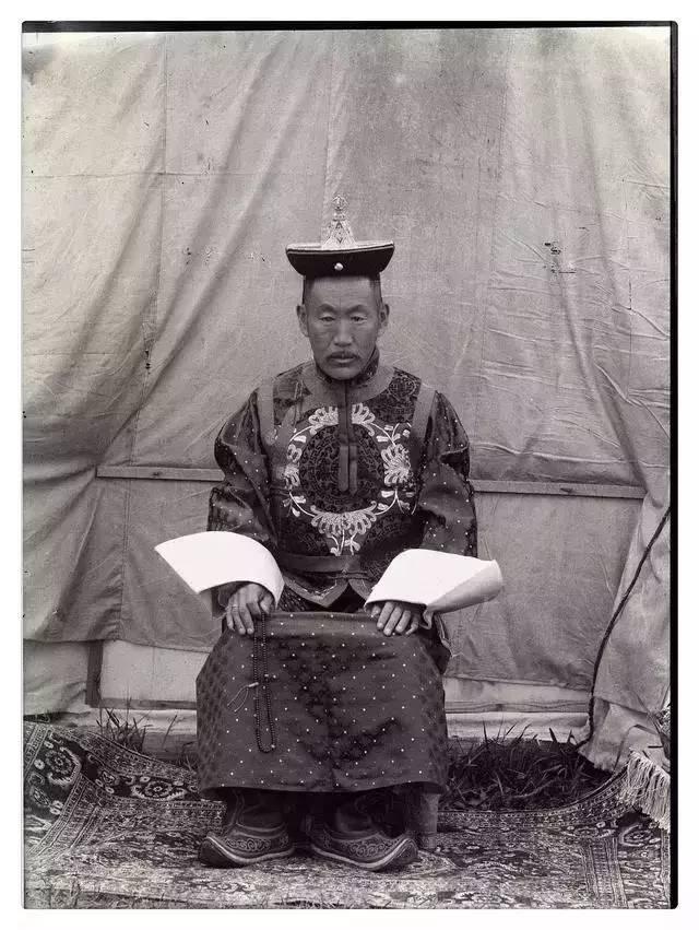 100年前的蒙古贵族老照片 第9张