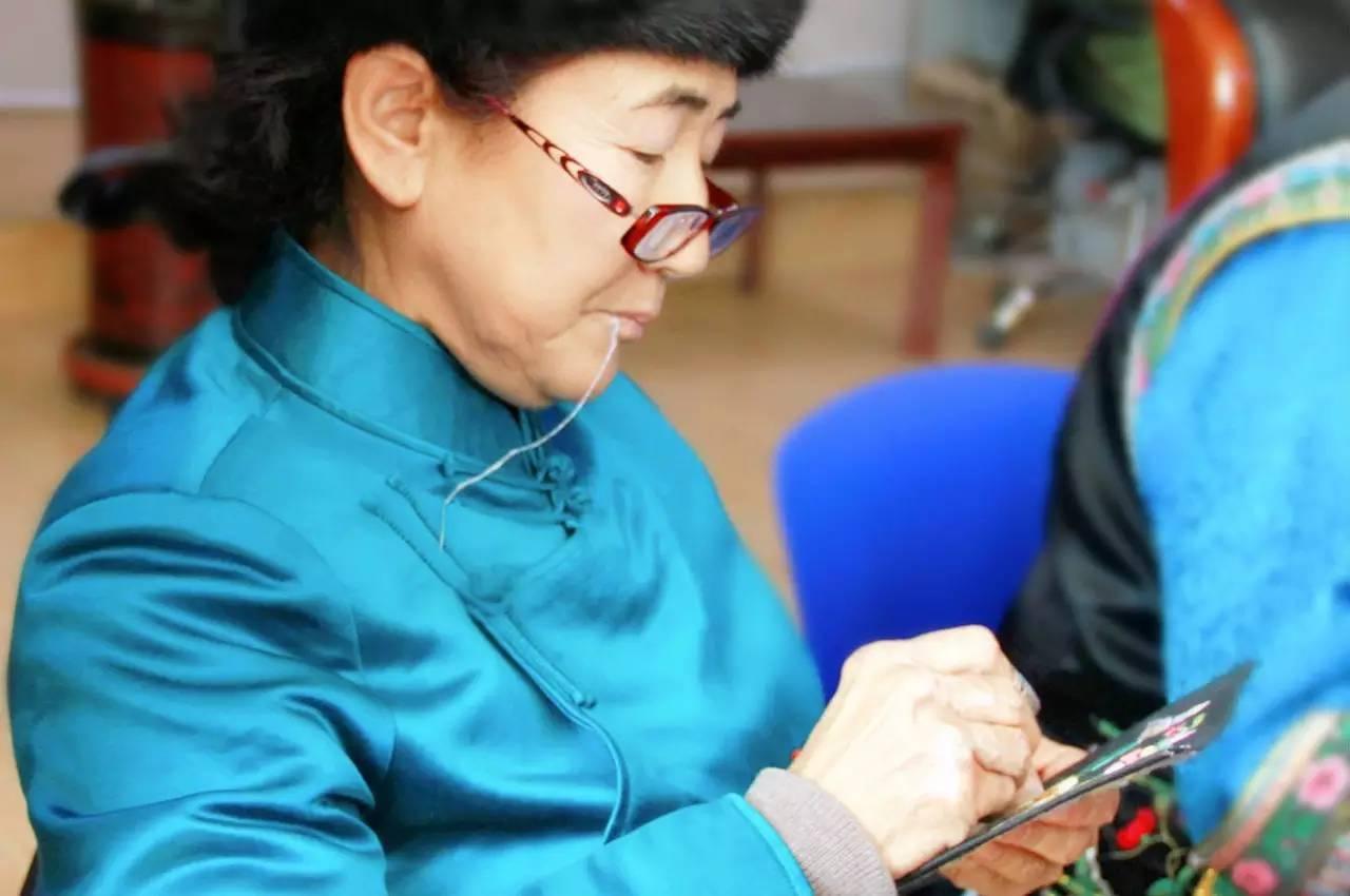 蒙古族刺绣非遗传承人——姚凤琴 第3张 蒙古族刺绣非遗传承人——姚凤琴 蒙古工艺