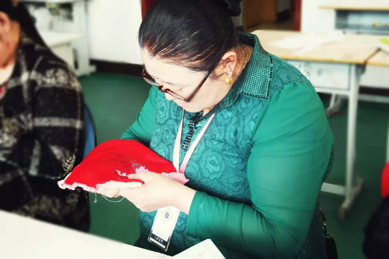 蒙古族刺绣非遗传承人——萨义玛 第3张 蒙古族刺绣非遗传承人——萨义玛 蒙古工艺