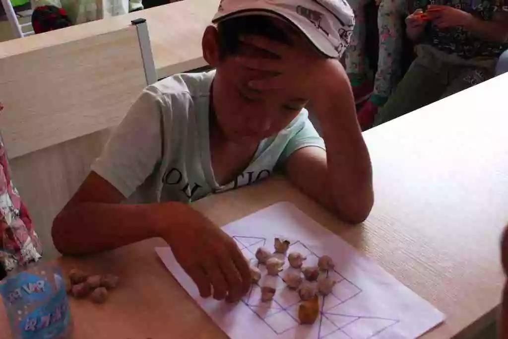 蒙古族传统游戏—鹿棋 第6张
