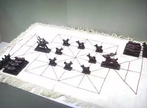 蒙古族传统游戏—鹿棋 第2张