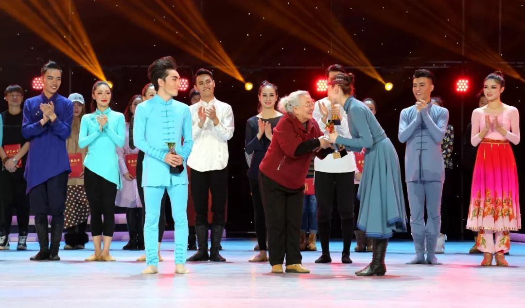 内蒙古舞蹈名家系列之——斯琴塔日哈 第18张