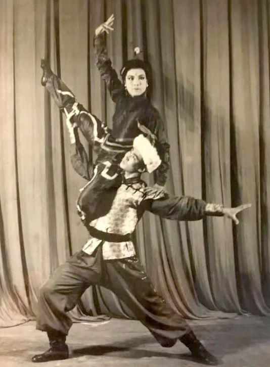 内蒙古舞蹈名家系列之——查干朝鲁 第16张 内蒙古舞蹈名家系列之——查干朝鲁 蒙古文化
