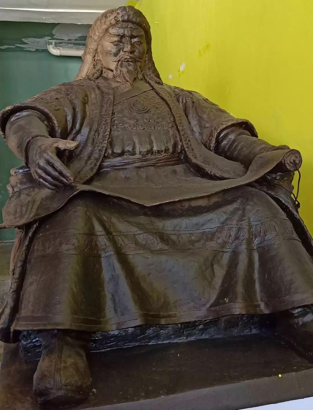 【头条】蒙古族小伙用雕塑艺术创作出个性作品 第4张 【头条】蒙古族小伙用雕塑艺术创作出个性作品 蒙古画廊