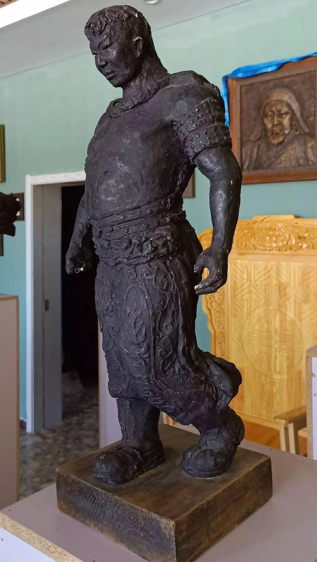 【头条】蒙古族小伙用雕塑艺术创作出个性作品 第5张 【头条】蒙古族小伙用雕塑艺术创作出个性作品 蒙古画廊