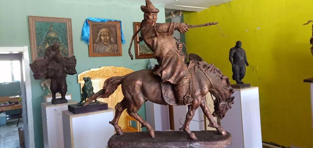 【头条】蒙古族小伙用雕塑艺术创作出个性作品 第10张 【头条】蒙古族小伙用雕塑艺术创作出个性作品 蒙古画廊