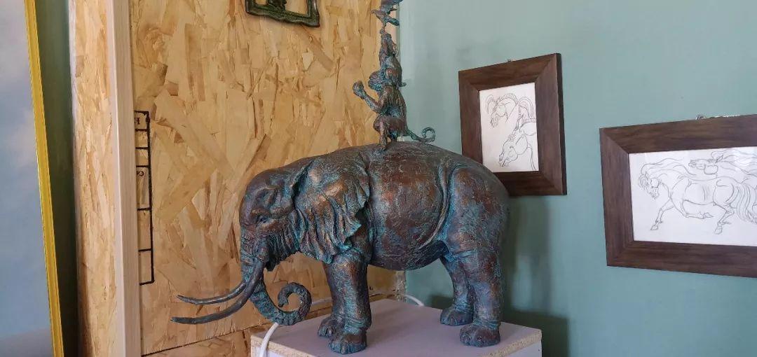 【头条】蒙古族小伙用雕塑艺术创作出个性作品 第11张 【头条】蒙古族小伙用雕塑艺术创作出个性作品 蒙古画廊