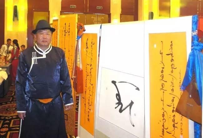 【纪实】蒙古书法的追寻着 —— 宝音德力格尔 第1张