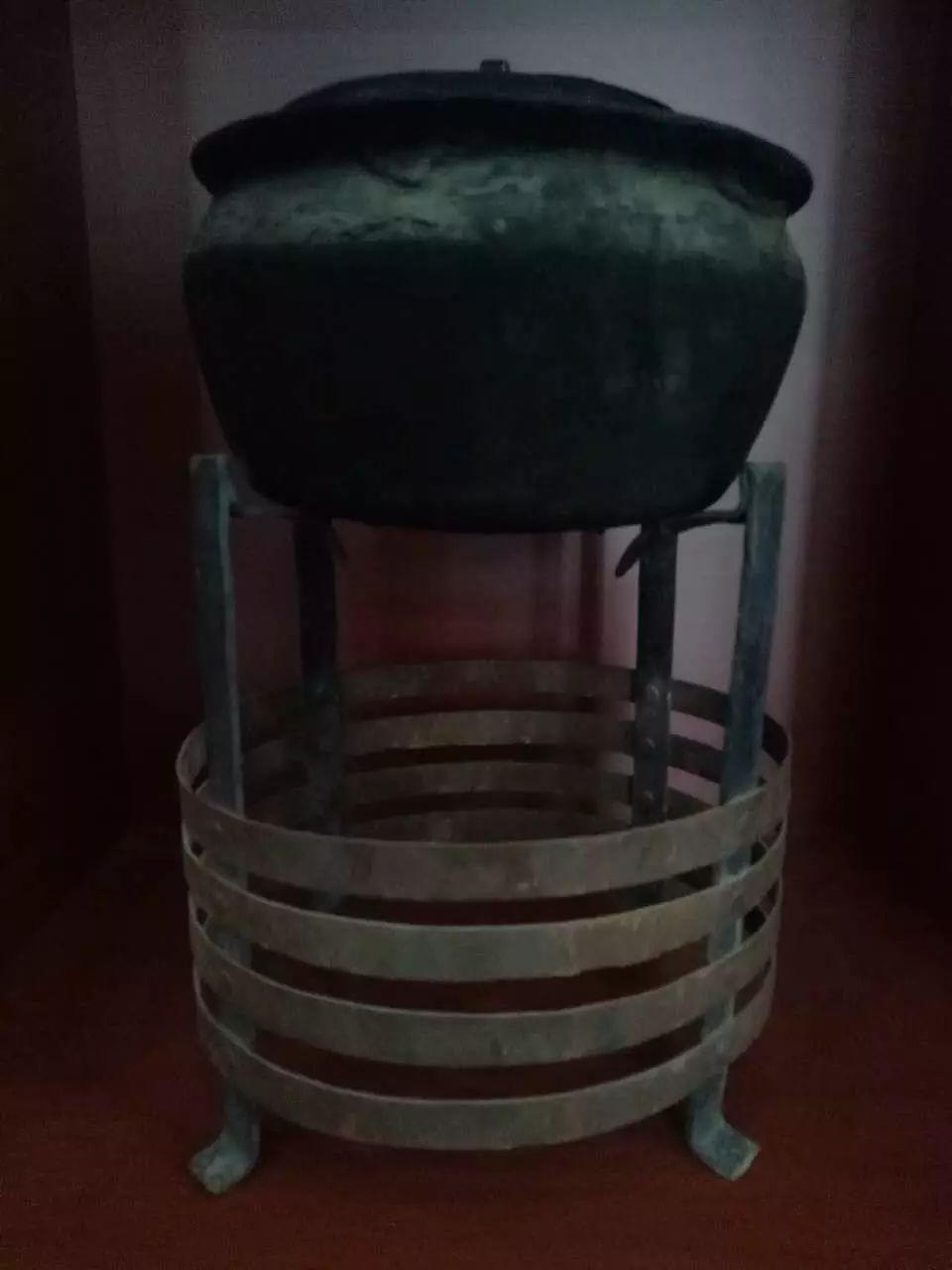 蒙古族青年宝尔金创办民俗文化展厅,看看都收藏了哪些物件? 第12张 蒙古族青年宝尔金创办民俗文化展厅,看看都收藏了哪些物件? 蒙古工艺