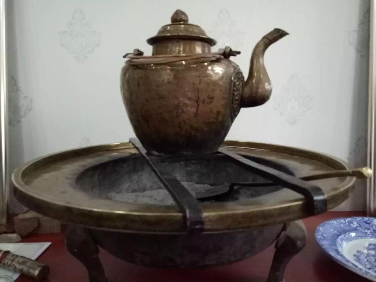 蒙古族青年宝尔金创办民俗文化展厅,看看都收藏了哪些物件? 第11张 蒙古族青年宝尔金创办民俗文化展厅,看看都收藏了哪些物件? 蒙古工艺