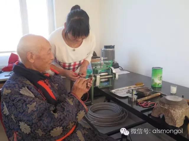 【蒙古文】老银匠贡布苏荣的祖传手艺 第5张