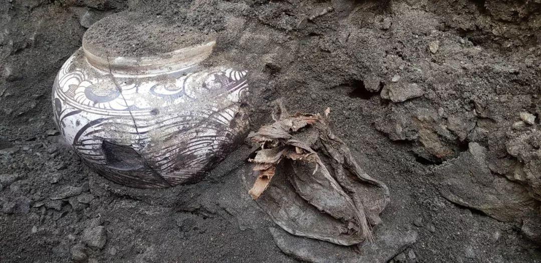 蒙古出土了八百年前罐藏的奶皮和酥油,堪称世界考古新发现 第24张