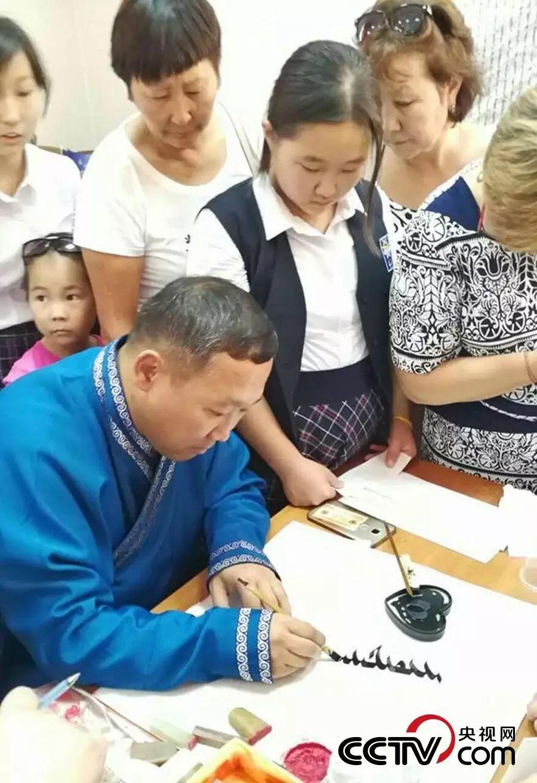 卡尔梅克共和国首次举办蒙古书法展览 第10张