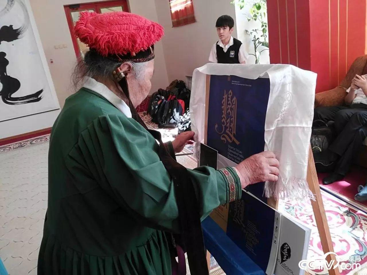 卡尔梅克共和国首次举办蒙古书法展览 第15张