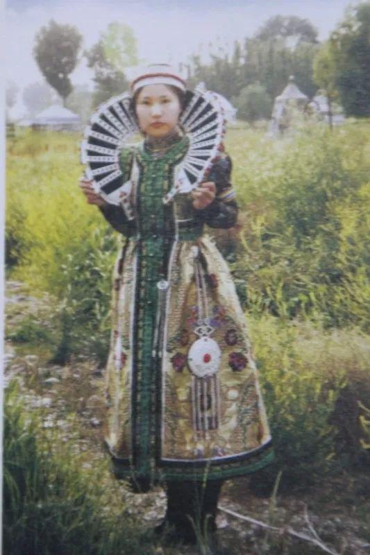 巴尔虎蒙古人的服饰 第1张