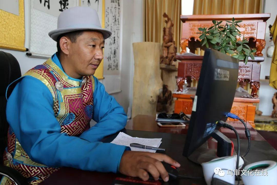 【人物】牧民雕刻能手敖日格勒~~~(蒙古文) 第2张 【人物】牧民雕刻能手敖日格勒~~~(蒙古文) 蒙古工艺