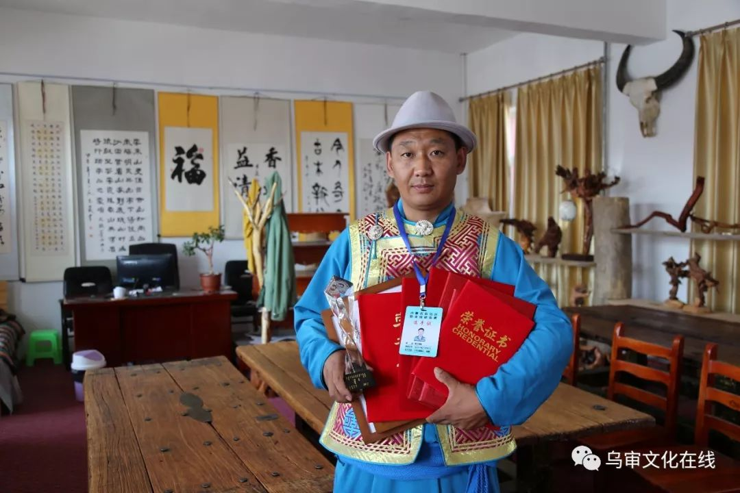 【人物】牧民雕刻能手敖日格勒~~~(蒙古文) 第22张 【人物】牧民雕刻能手敖日格勒~~~(蒙古文) 蒙古工艺