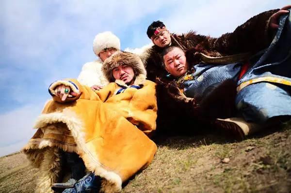 【时尚先锋】惊艳戛纳的花袄出自他手  蒙古族设计师胡社光 第7张