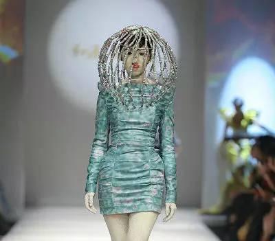 【时尚先锋】惊艳戛纳的花袄出自他手  蒙古族设计师胡社光 第15张