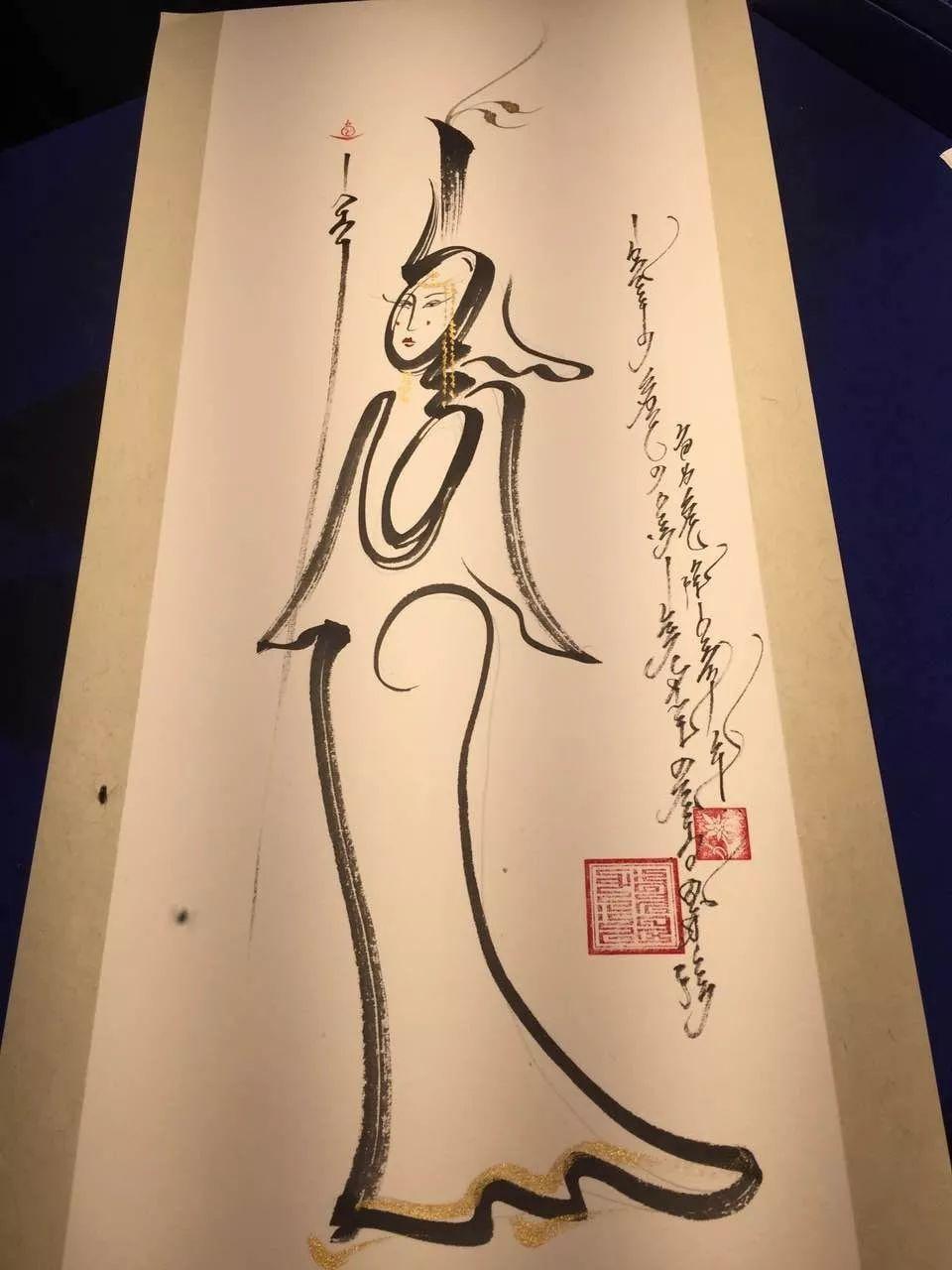 """蒙古国年轻画家展现文字艺术:  蒙古文字在他笔下""""活""""起来了 第4张 蒙古国年轻画家展现文字艺术:  蒙古文字在他笔下""""活""""起来了 蒙古书法"""