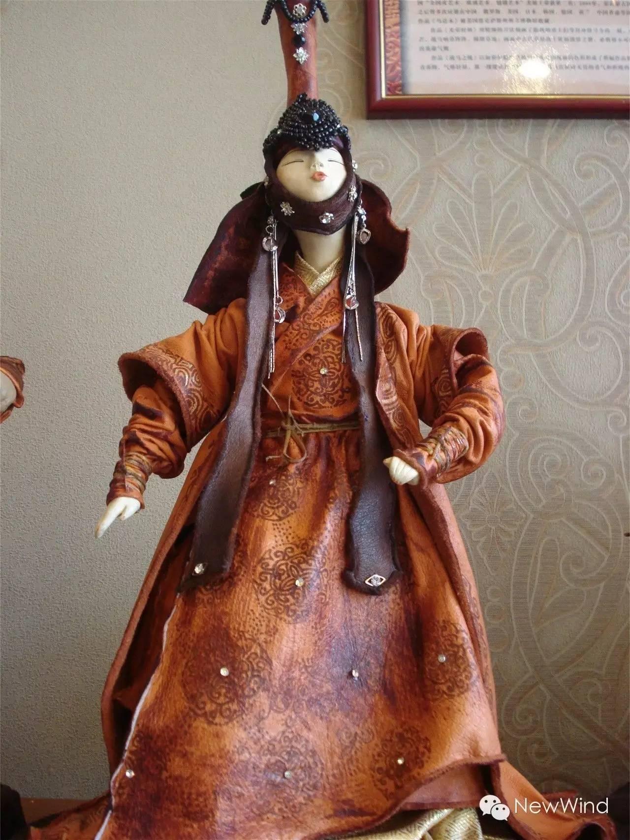 【艺术家】蒙古国画家 . 艺术家  - D.Gantugs 玩偶作品 第1张 【艺术家】蒙古国画家 . 艺术家  - D.Gantugs 玩偶作品 蒙古画廊