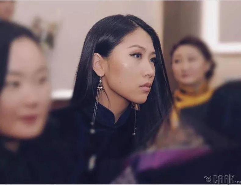 【蒙古佳丽】太漂亮了 蒙古美女们的新年自拍集... 第31张 【蒙古佳丽】太漂亮了 蒙古美女们的新年自拍集... 蒙古文化