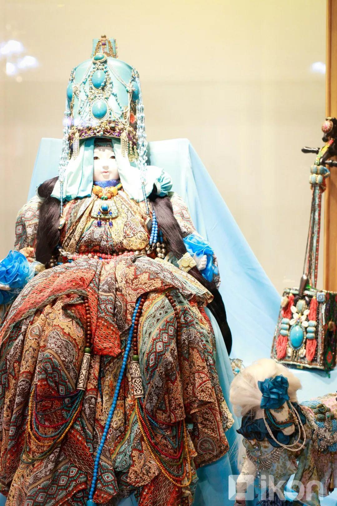 """蒙古国天才艺术家们的""""Mongol goo""""三八妇女节特别展览 第9张"""