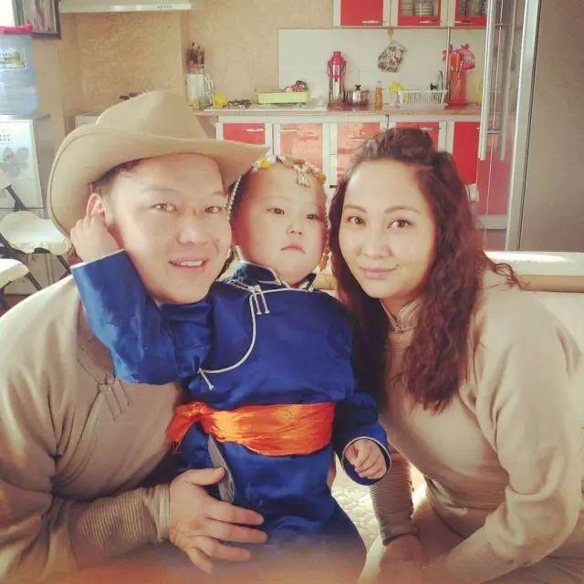 【蒙古服饰图片】蒙古国明星新年装扮 果然是民族服饰最美! 第12张
