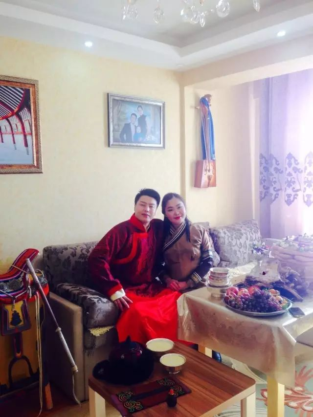 【蒙古服饰图片】蒙古国明星新年装扮 果然是民族服饰最美! 第11张