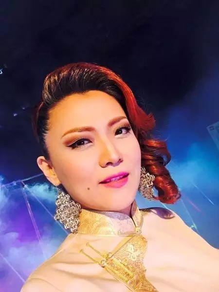 【蒙古服饰图片】蒙古国明星新年装扮 果然是民族服饰最美! 第15张