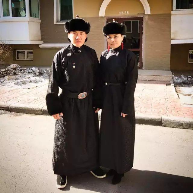 【蒙古服饰图片】蒙古国明星新年装扮 果然是民族服饰最美! 第21张